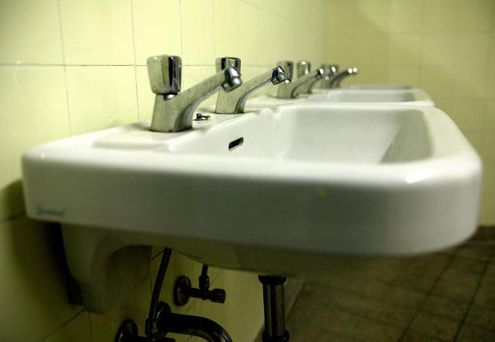 ein wasserschaden in der wohnung was und wann zahlt die. Black Bedroom Furniture Sets. Home Design Ideas